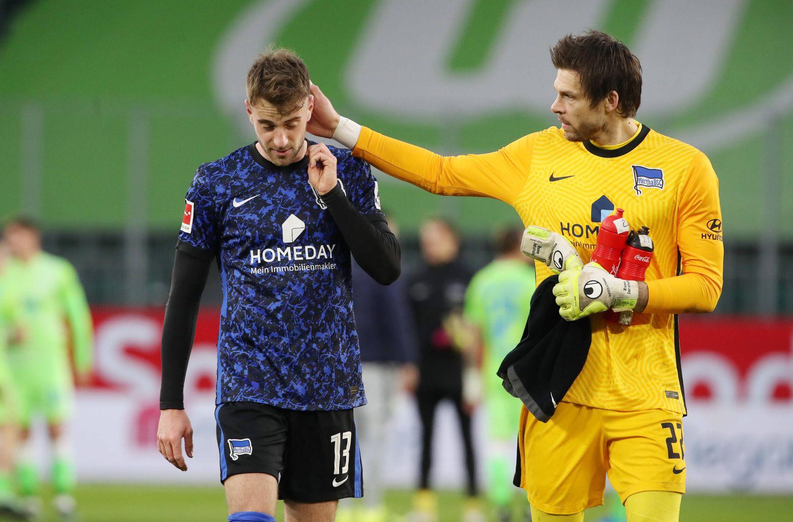 Lukas Klünter (Eigentor 0:1), Torwart Rune Jarstein redend tröstend nach Spielende / / Fußball Fussball / DFL erste 1.B