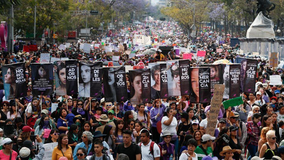 Frauen protestieren am Internationalen Frauentag in Mexiko-Stadt gegen Gewalt und Tötungen
