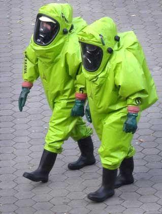 Verdächtiges Päckchen: Berliner Feuerwehrleute im Einsatz am vergangenen Mittwoch