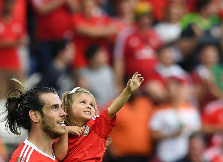 Gareth Bale (mit Tochter nach dem Sieg gegen Nordirland)