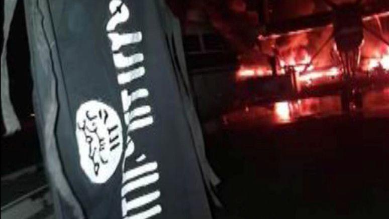 Das Propagandabild der Schabab-Extremisten zeigt Flammen auf dem Rollfeld des Provinzflughafens von Manda