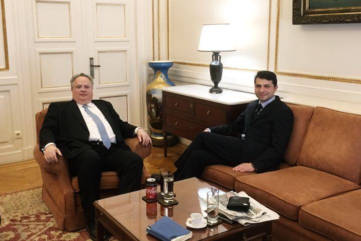 Außenminister Nikos Kotzias im Interview mit SPIEGEL-Reporter Giorgos Christides