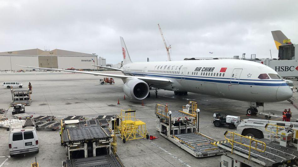 Eine Maschine der Fluggesellschaft Air China am Flughafen von Los Angeles