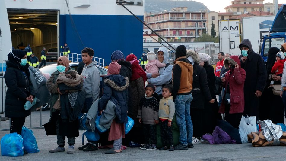 Im ersten Schritt sollen nächste Woche weitere Flüchtlinge präventiv aus den überfüllten Lagern zum Festland reisen