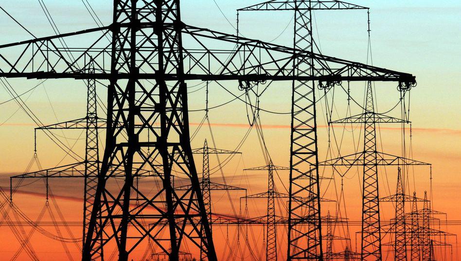 Strommasten: Die Netzbetreiber verlangen mehr Geld