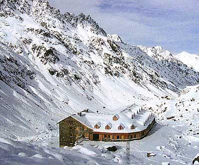 Die Jamtal-Hütte liegt in über 2000 Meter Höhe