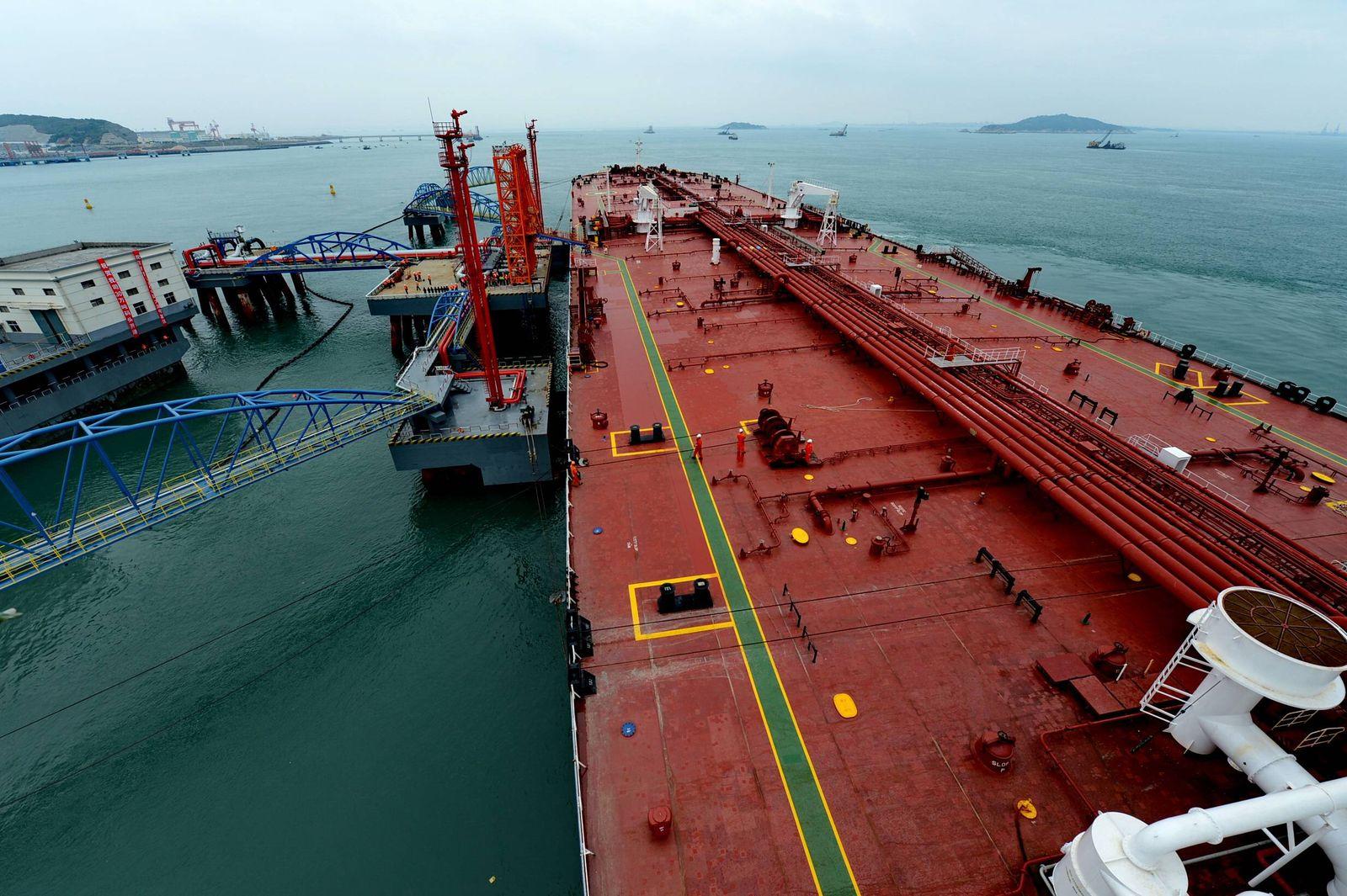 140425 QUANZHOU April 25 2014 Xinhua A 300 000 tonner Panamanian supertanker berths at Q
