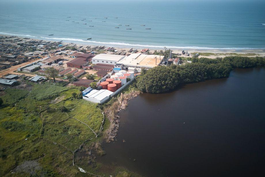 Das Wildtierreservat Bolong Fenyo befindet sich neben der Golden-Lead-Fischmehlfabrik