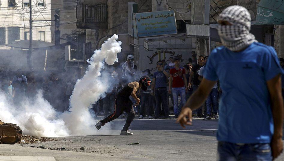 Westjordanland: Tausende Palästinenser protestieren nach Tod eines Kleinkinds