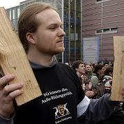 Gebührenprotest in Ulm (Januar 2007): Scheite und Schelte für die Uni