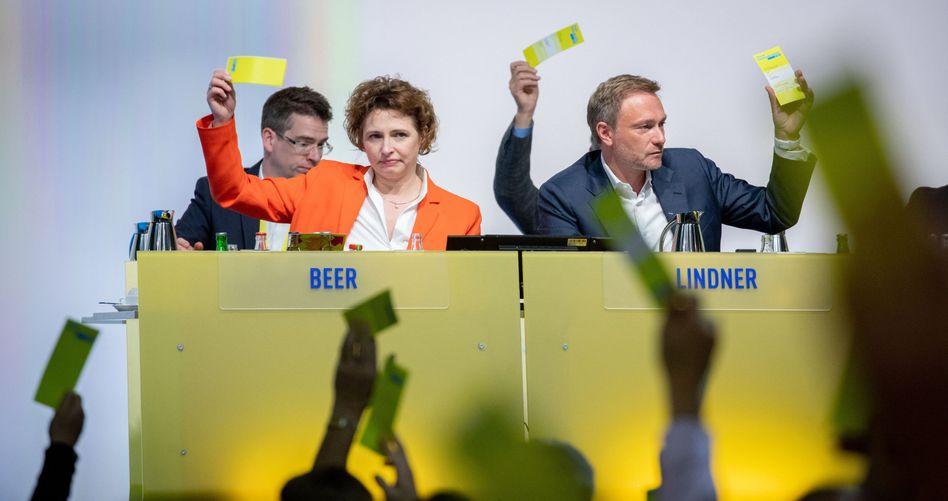 Nicola Beer und Christian Lindner auf dem Parteitag in Berlin