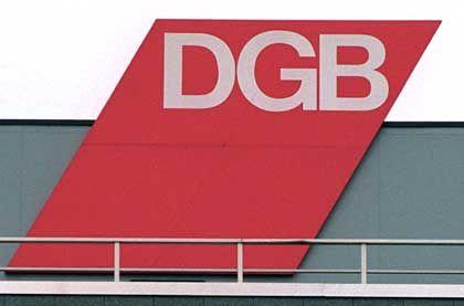 DGB-Logo: Veröffentlichungspflicht für Gewerkschafter gefordert