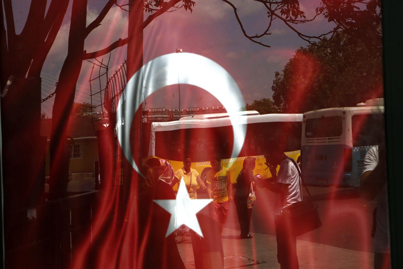 Leben nach dem Putschversuch/ Türkische Journalistin einer regierungskritischen Zeitung