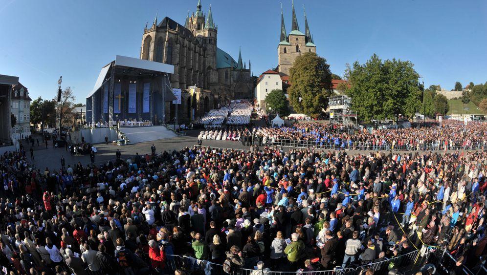 Papst-Besuch: Messe auf dem Domplatz in Erfurt