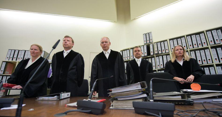 Richter im NSU-Prozess (Archiv): Ermittler sagt zur erfundenen Nebenklägerin aus
