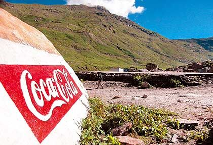 Umstrittenes Coke-Werbegemälde nahe der Ortschaft Rohtang: Der Staatswalt ermittelt, der Konzernsprecher windet sich