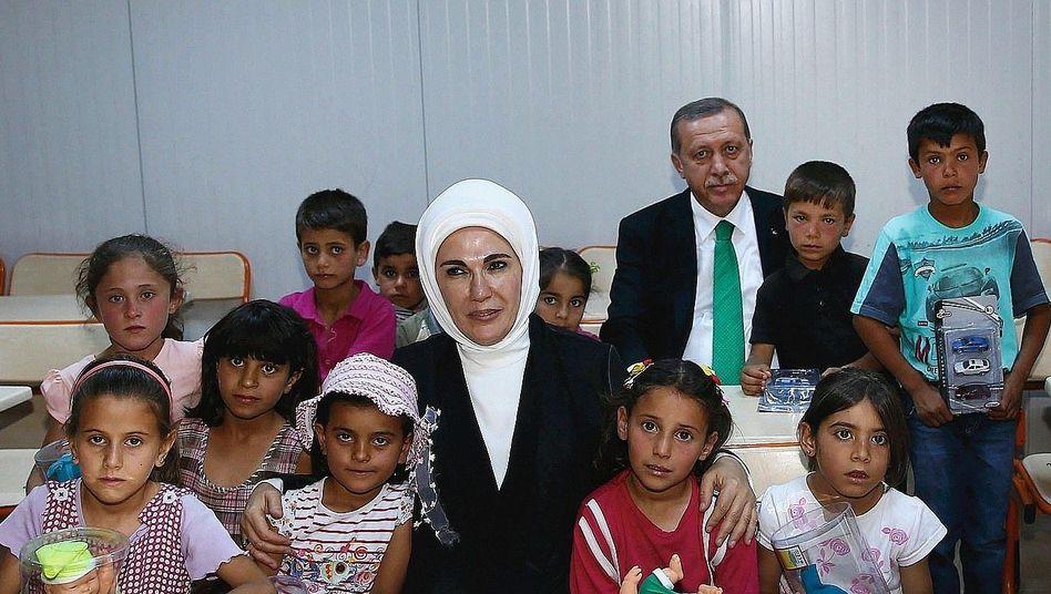 Präsident Erdoğan, Ehefrau Emine, syrische Kinder