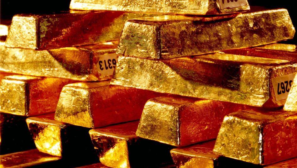 Goldbarren (Archivbild): Weltkrisen treiben Goldpreis