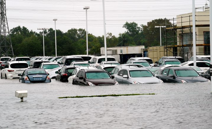 Überfluteter Autohandel in Houston