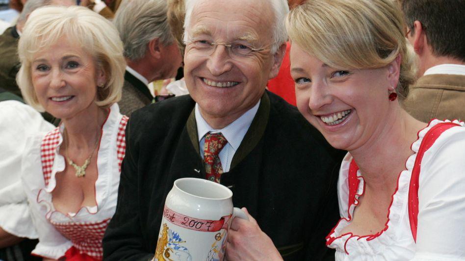 """Eine bayerische Familie: Ehepaar Stoiber, Tochter Veronica Saß, die um ihren """"Dr."""" kämpft"""