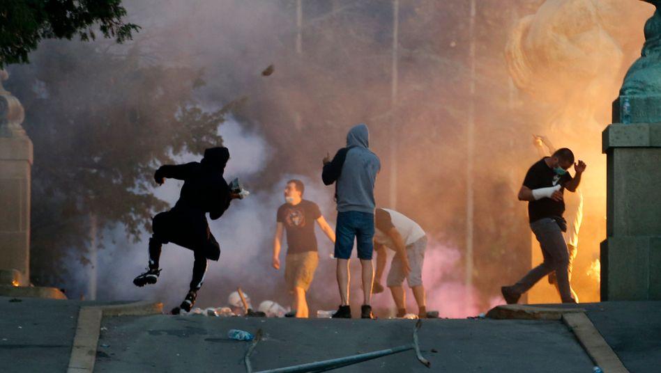 Demonstranten liefern sich in Belgrad Straßenschlachten mit der Polizei
