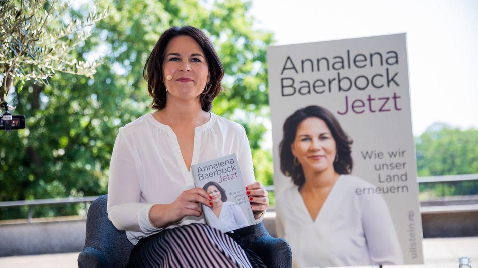 Grünen-Kanzlerkandidatin Baerbock bei der Vorstellung ihres Buches