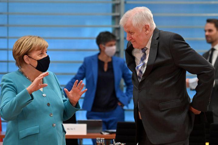 Kanzlerin Angela Merkel und Innenminister Horst Seehofer im Kabinettsausschuss Rechtsextremismus.