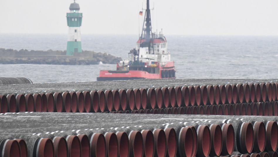 Heiße Ware: Rohre für Nord Stream 2 auf dem Gelände des Hafens Mukran bei Sassnitz