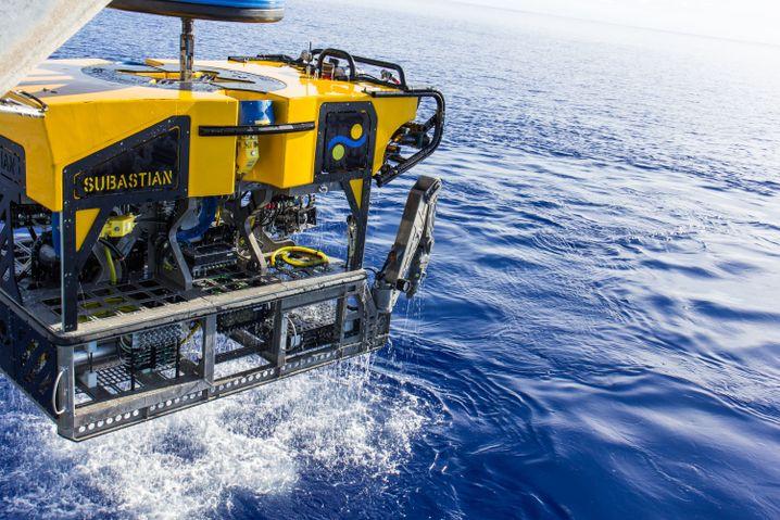 """Unterwasser-Rover """"SuBastian"""" des Schmidt Ocean Institute, der mit hochauflösenden Kameras ausgerüstet ist"""