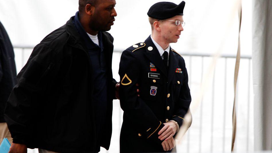 """Angeklagter Manning (rechts, Bild vom 21. Mai): """"Dem Feind Informationen zugespielt"""""""