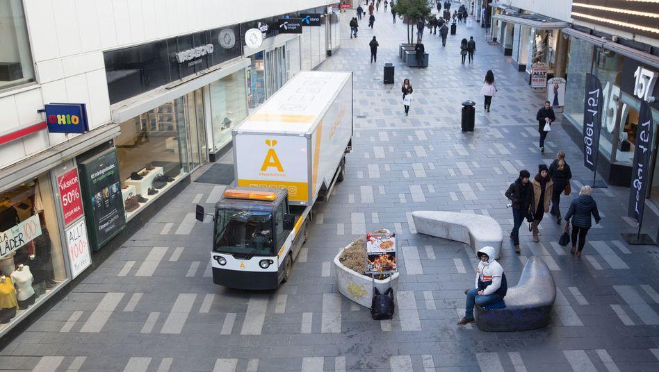 Bring-Fahrzeug in Stockholm: Lieferdienst und Müllabfuhr in einem