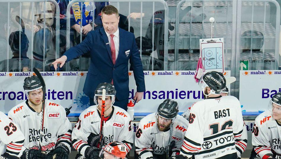 Kölns Trainer Mike Stewart (oben)