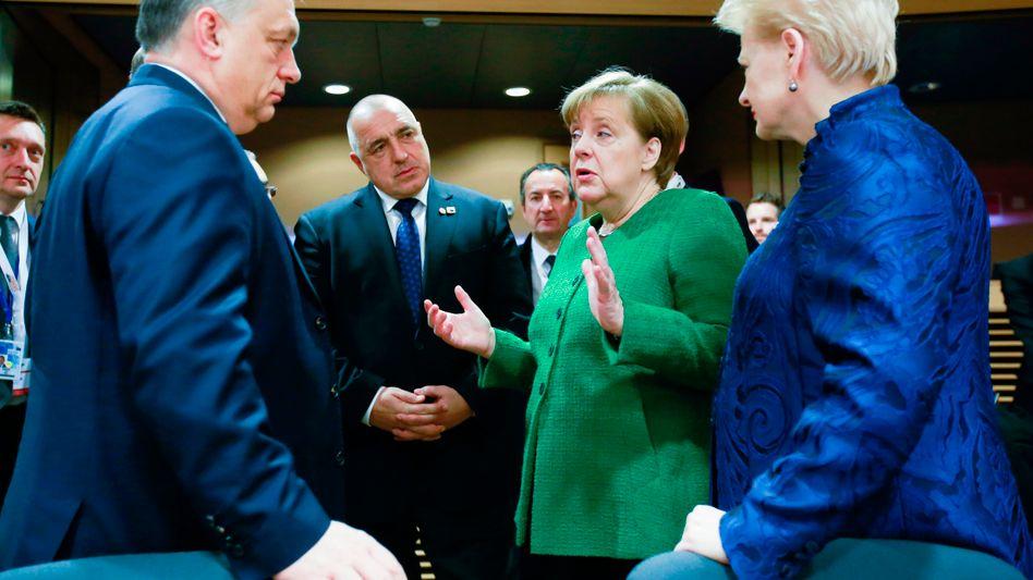 Angela Merkel (2 v.r.) mit Litauens Präsidentin Dalia Grybauskaite (r.), den Ministerpräsidenten Ungarns und Bulgariens Viktor Orbán (l.) und Bojko Borissow