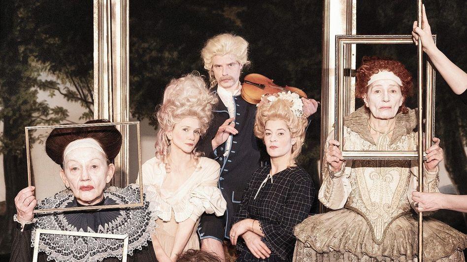 """Hamburger Thalia-Theater-Ensemble des Stücks """"Maria Stuart. Ode an die Freiheit"""":Die Klickzahlen sind erstaunlich hoch"""