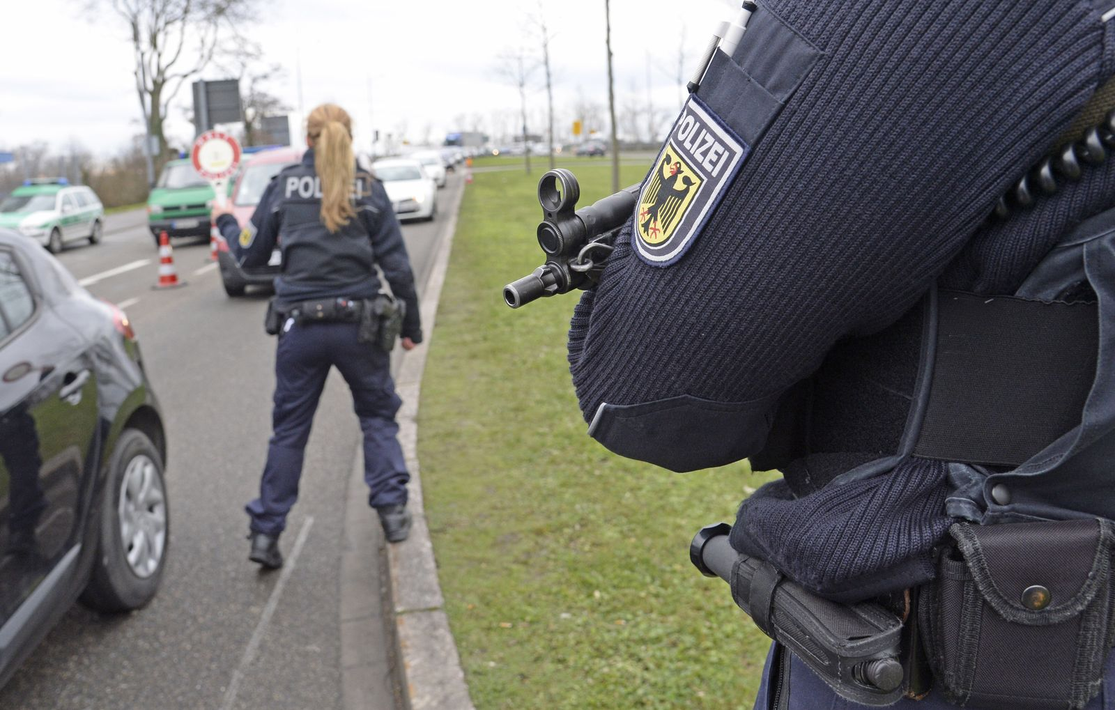 Nach Anschlag auf Satiremagazin - Polizeikontrolle