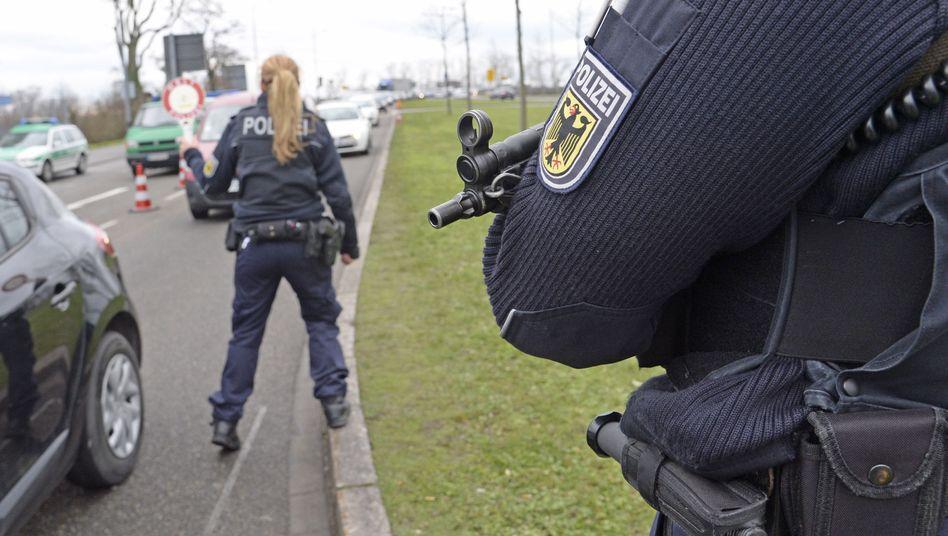 """Deutsche Polizisten kontrollieren in Kehl Reisende aus Paris: """"Noch nicht fundamental auf die Probe gestellt"""""""