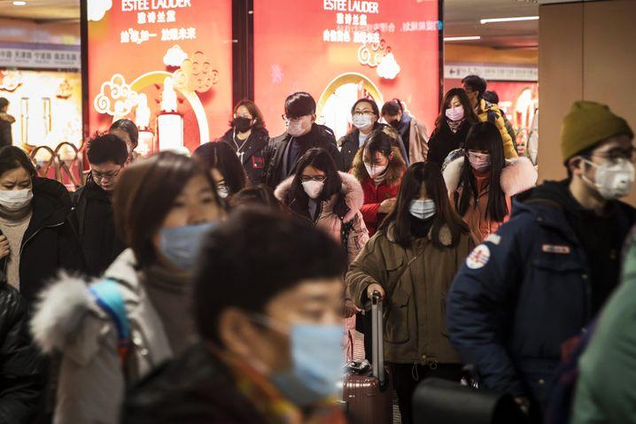 Passanten in Shanghai