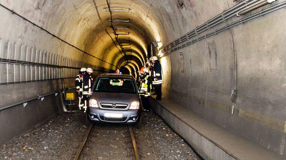 Auto in Bielefelder Stadtbahntunnel