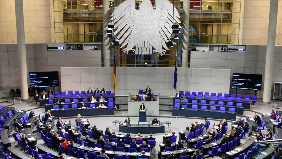 Plenarsitzung im Bundestag: Kleiner soll er werden - aber auch weiblicher?
