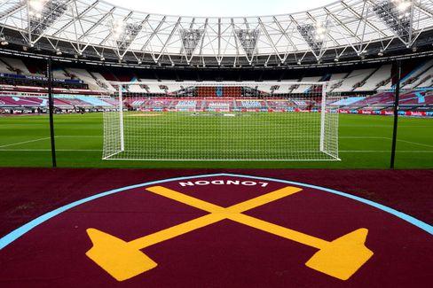 2016 zog West Ham vom über 100 Jahre bespielten Boleyn Ground ins London Stadium