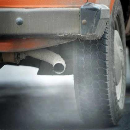 CO2-Schleuder Auto: Mit umweltschonender Fahrweise Emmissionen verringern
