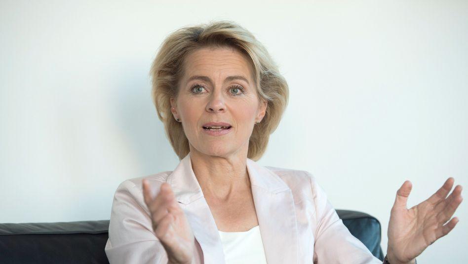 """Arbeitsministerin von der Leyen: """"Gut gemeint"""" - aber falsch"""