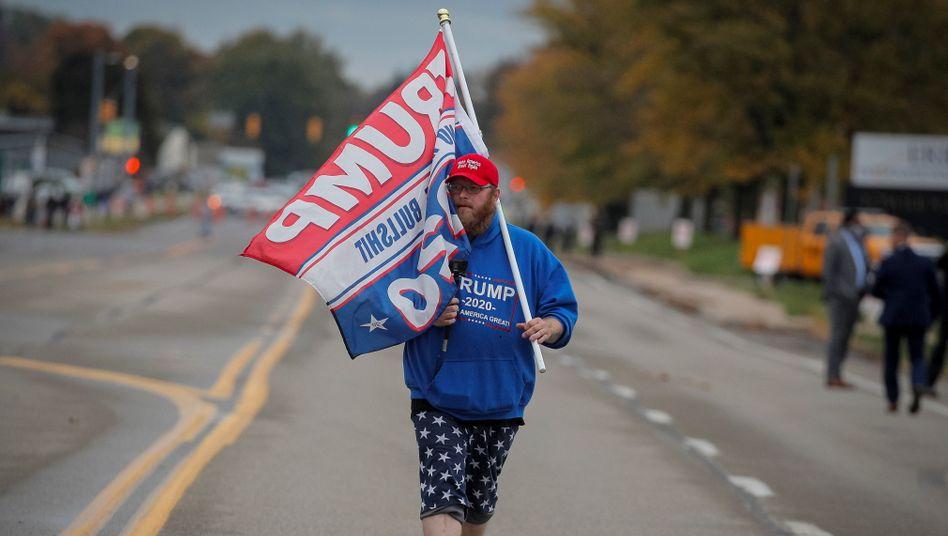 Ein Anhänger von US-Präsident Donald Trump vor einem Wahlevent in Pennsylvania