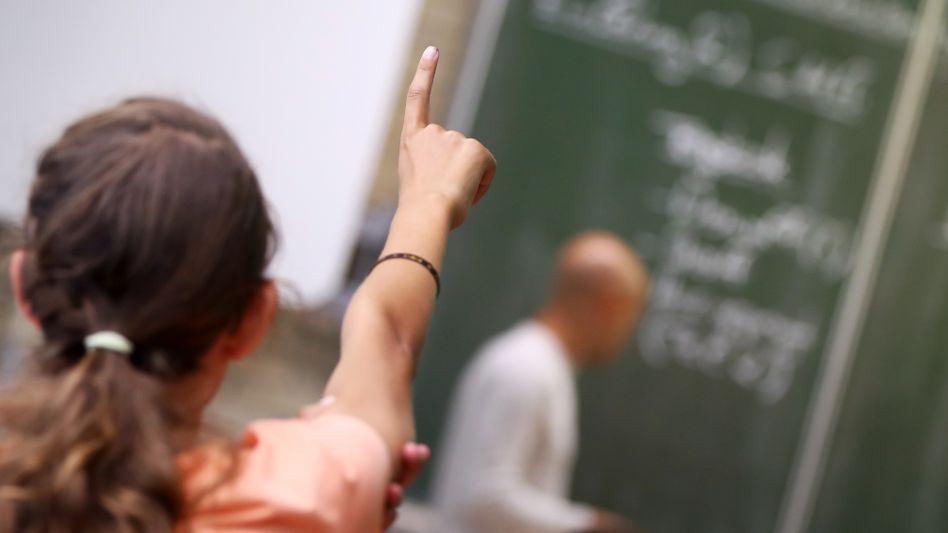"""""""Bildungserfolge in unmittelbarem Zusammenhang mit der sozioökonomischen Situation der Familie"""": Schülerin im Unterricht (Archivbild)"""