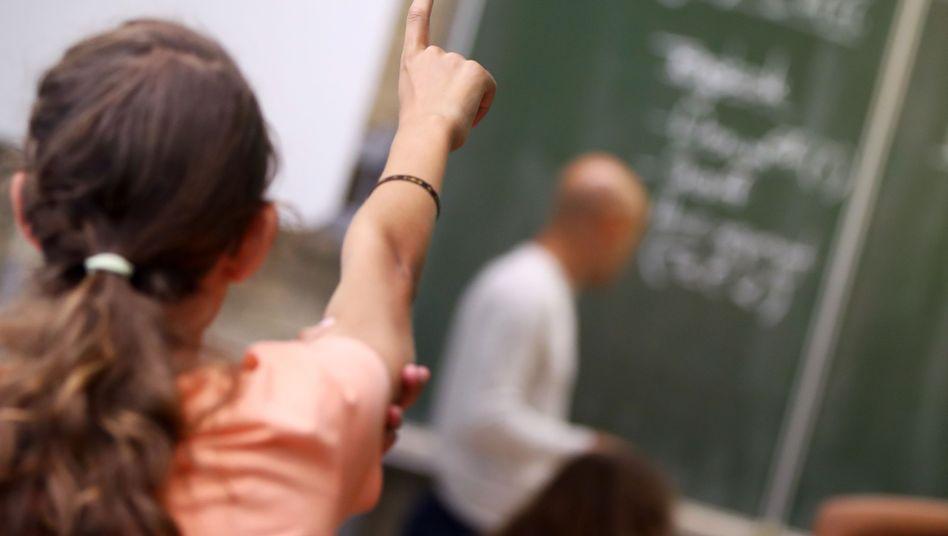 Schülerin im Unterricht: Bald kann sie ihrem Lehrer online Feedback geben