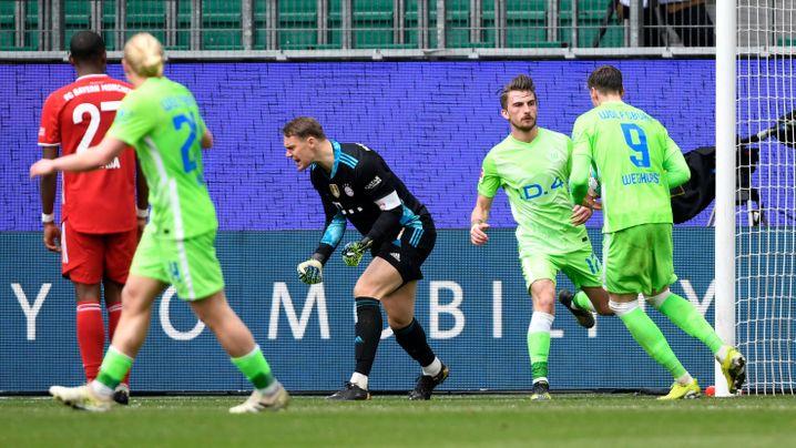 Manuel Neuer (M.) ist frustriert über das nächste Gegentor