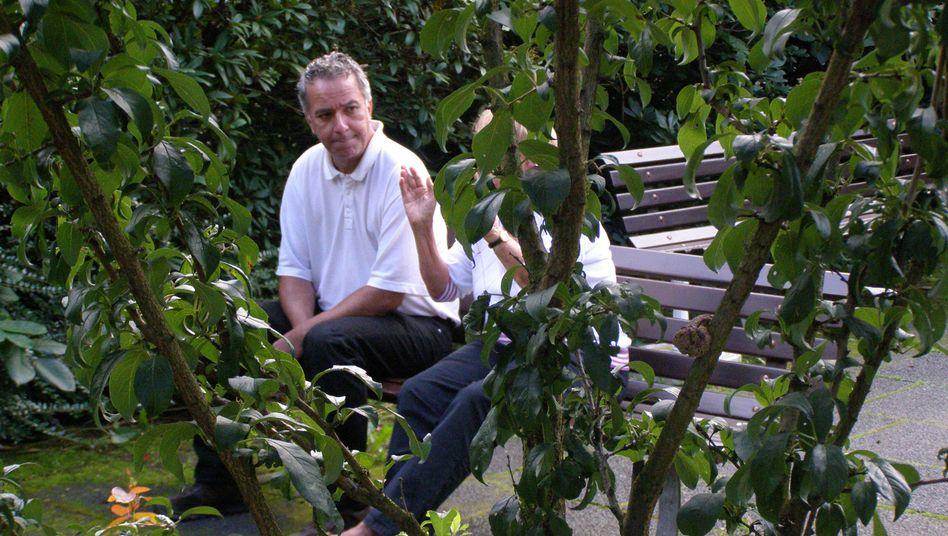 Jansen-Noack mit Bewohnerin: Der ehemalige Pflegedienstleiter arbeitet als Freiberufler
