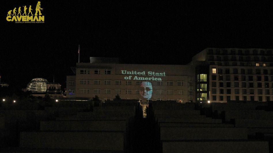 Berlin police believe that this message, projected onto the wall of the US Embassy in Berlin on Sunday night, could be a violation of laws against insulting representatives of foreign states.