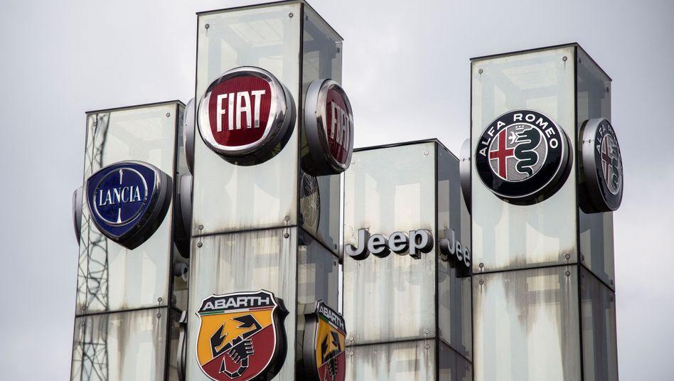 Logos von Fiat-Chrysler-Marken: Der Zusammenschluss mit PSA soll den viertgrößten Autohersteller der Welt erschaffen