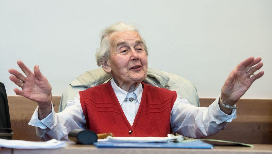 Ursula Haverbeck im Landgericht Detmold